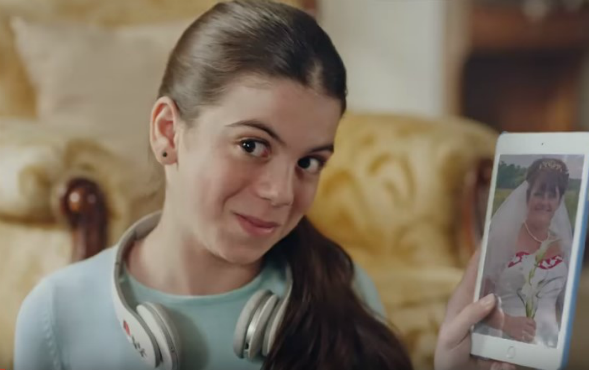 Oyuncumuz Elif Sevinç, Falım Sakız Reklamında yer aldı.