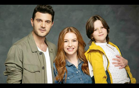 Çocuk oyuncumuz Kerim Tuna Kaba, Leke Dizinde başrolde yer alan Murat karakterini canlandırmaktadır.