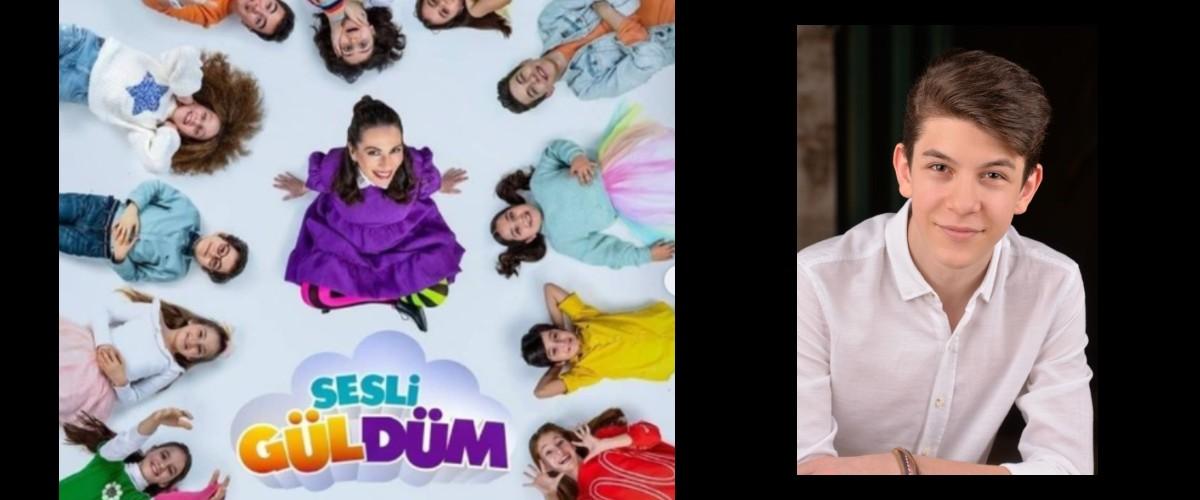 Genç yeteneklerimizden Arda, Exxen`de başlayan, BKM`nin ``Sesli Güldüm`` Projesinde rol almaktadır.