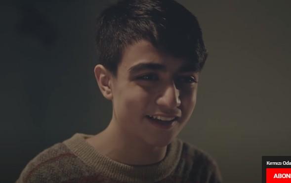 Genç oyuncumuz Orhun Kaan, Kırmızı Oda dizisinde rol almaktadır.