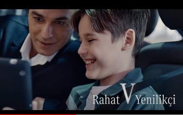 Çocuk oyuncumuz Ahmet Mete, Yeni Mercedes-Benz V-Serisi. Eşsiz. V Ötesi reklamı yayında.